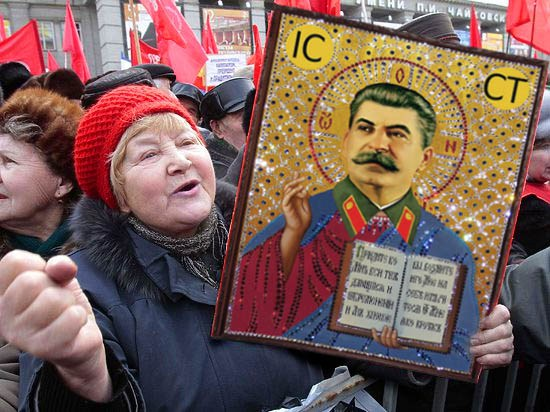 На Ивано-Франковщине прихожанка УПЦ МП хвалила Сталина. ВИДЕО