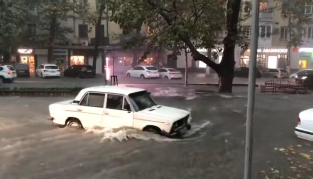 На РФ целый город ушел под воду из-за райского ливня. Ну, хоть, помылись. (видео)