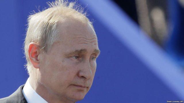 """Рейтинг в пике или кто реанимирует сморщенное """"величие"""" Путина, — блогер"""