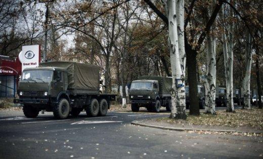 Боевики вывозят в Россию неизвестный груз на военных автомобилях