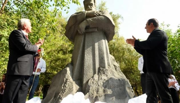 В Ереване открыли первый памятник Тарасу Шевченко