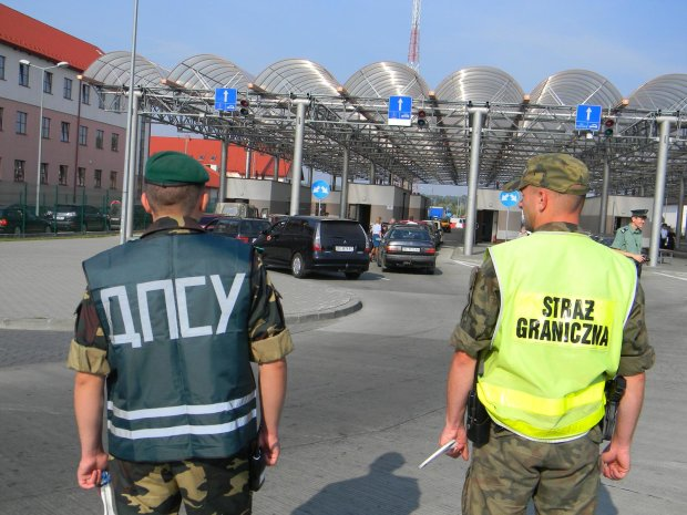 """Заробітчани, увага: відкритo сезон """"полювання"""" на польському кордоні"""