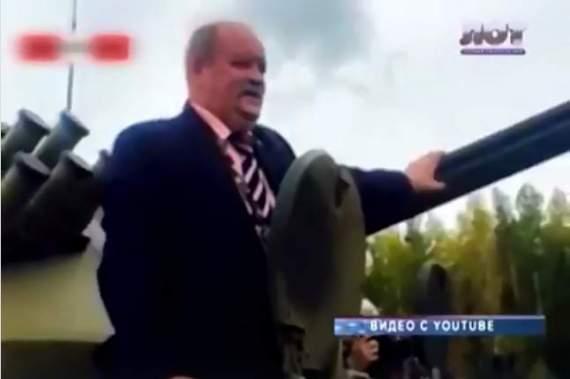 Российский депутат застрял в танке и просидел там пять часов. ВИДЕО