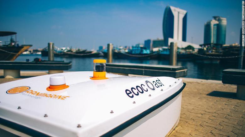 """""""Бездуховные"""" арабы в залив Дубая выпустили дрон-акулу для сбора мусора"""