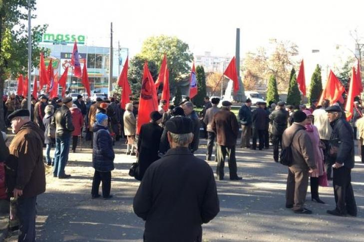 Маргиналы-коммунисты на сходке к 7 ноября подрались друг с другом