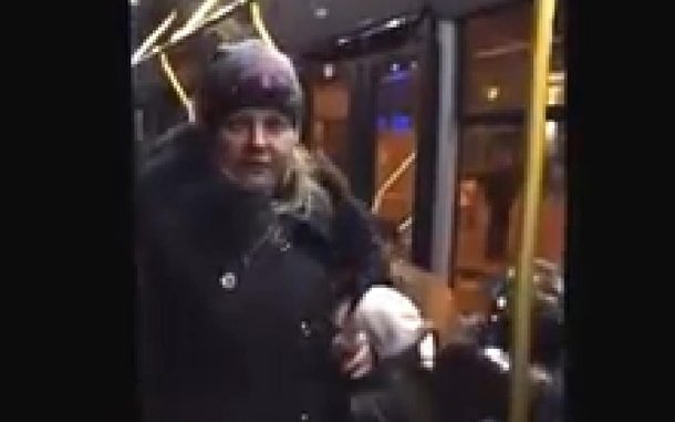 «Мы не в России, говори на украинском», – иностранцы в Харькове обломали поклонницу РФ – яркое видео