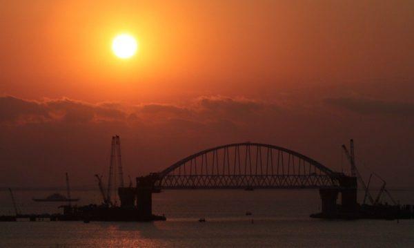 При будівництві залізничної частини Кримського мосту сталася аварія (фото)