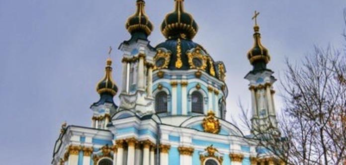 У Києві закидали коктейлями Молотова Андріївську церкву