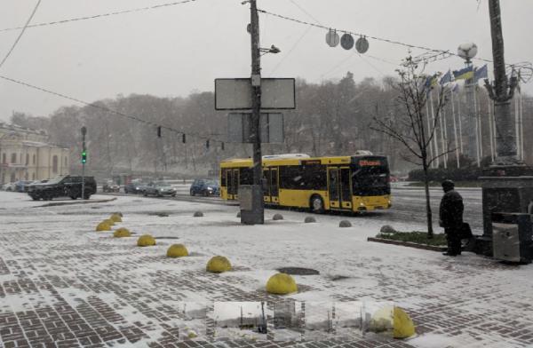 Во всех районах Киева 10-бальные пробки из-за снегопада