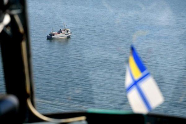 Жители оккупированного Крыма собрали 140 тыс. рублей для нужд украинских моряков