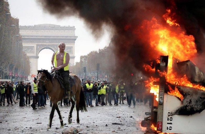 Французская полиция расследует влияние России на протесты в стране. Да неужели?
