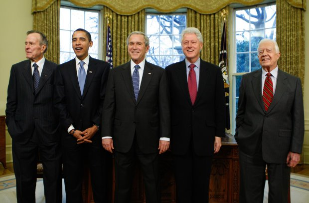 Головне за ніч: смерть Джорджа Буша, сніговий Армагеддон та капкан для Путіна по-європейськи