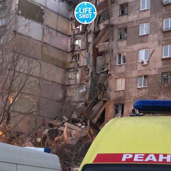 Момент взрыва дома в РФ попал на видео: «люди прыгали из окон, подъезд полностью уничтожен»