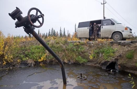 """Нефтяное распутье бензоколонки под названием """"Россия"""""""