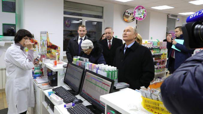 Путин зашел в аптеку Посмотрите на реакцию бабушки ВИДЕО