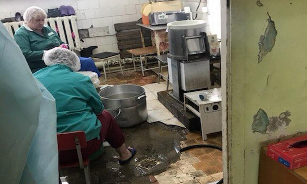 Роспотребнадзор не нашел нарушений в инфекционной больнице, где детей кормили.. червями