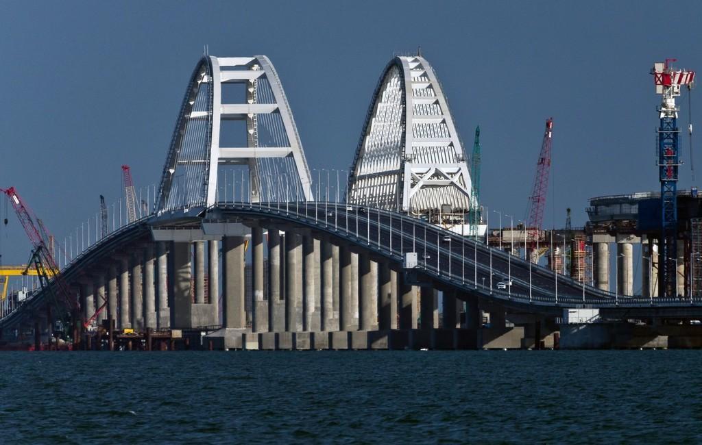 Сильные риски: У оккупантов появились новые проблемы с временным Крымским мостом