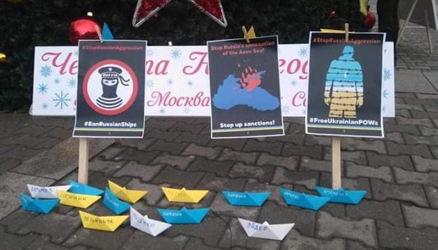 В Софии подаренную Россией елку украсили сине-желтыми корабликами