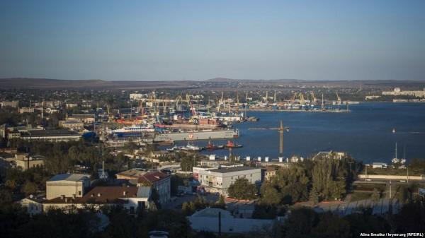 Из-за Керченского моста стремительно мелеет канал морского порта