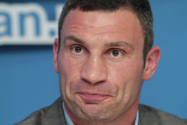 В Сеть попало видео с сомнительного застолья с участием Кличко