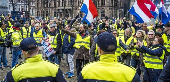 """Париж заявил о поддержке """"желтых жилетов"""" со стороны пропаганды РФ"""