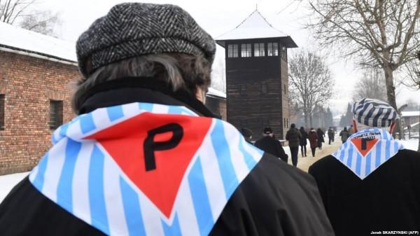 Россия в последнем ряду: странный скандал в Аушвице