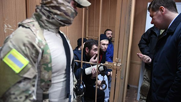 Слава Украине: украинских моряков в суде Москвы встречали аплодисментами