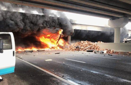 В ДТП разбился школьный автобус: «шоссе усеяно трупами, огонь до небес», жуткое видео