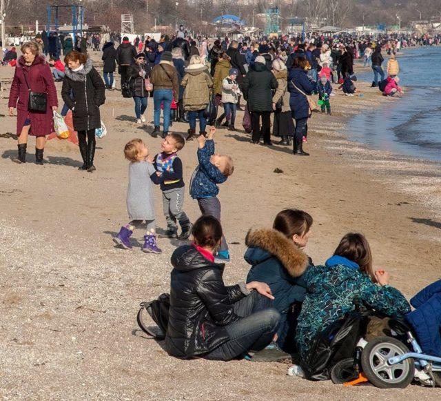 Аномальная погода застала врасплох одесситов: «пляжный бум»