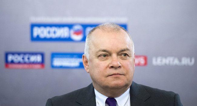 Киселев предлагает разбомбить авиабазу Макклеллан в США