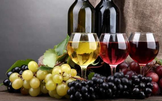 Винный этикет: почему аристократы пьют вино с утра?