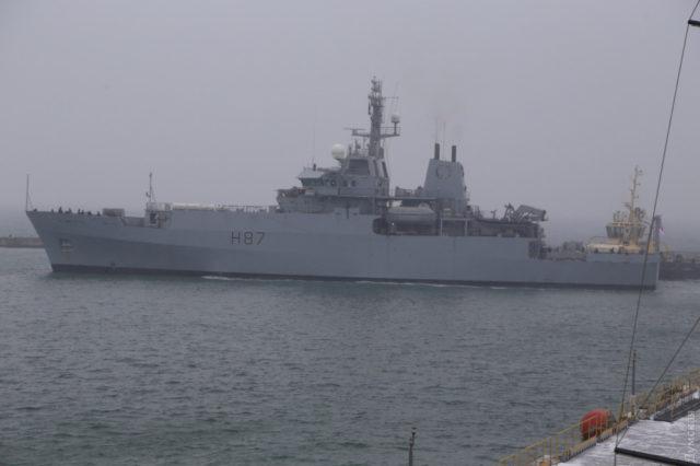 Военные РФ открыли огонь в Черном море, «в ход пошла артиллерия»: первые подробности