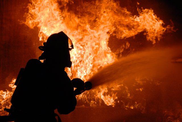 «Олимпийский» пылает в столице, «черный дым валит из окон»: детали и видео ЧП