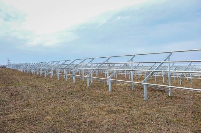 Под Днепром строят новую огромную солнечную электростанцию (Фото)