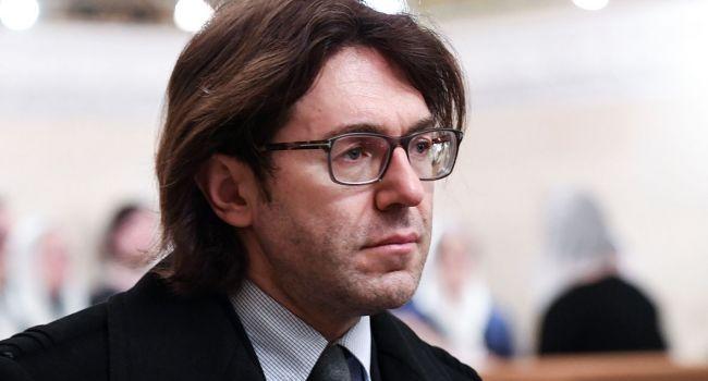«Схватил за волосы и стал бить по лицу»: Малахову пригрозили полицией из-за агрессивного поведения на своем шоу
