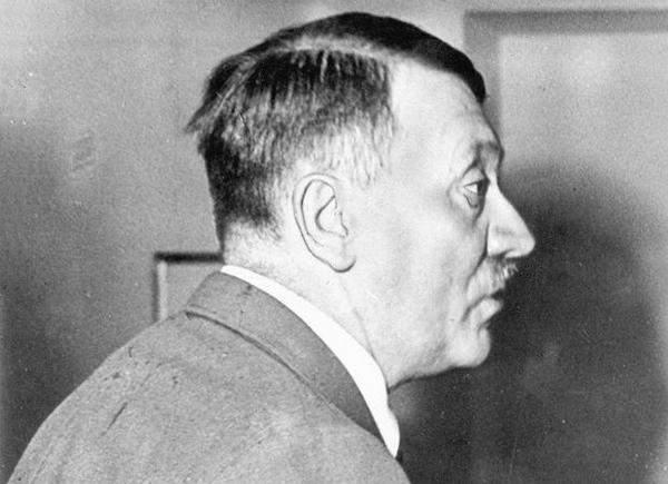 Мир удивлен новыми деталями инсценировки Гитлером своей смерти