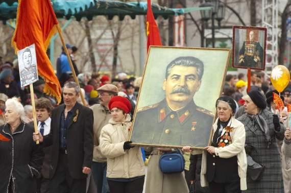 П'ять фактів, чому українцям не треба святкувати 9 травня