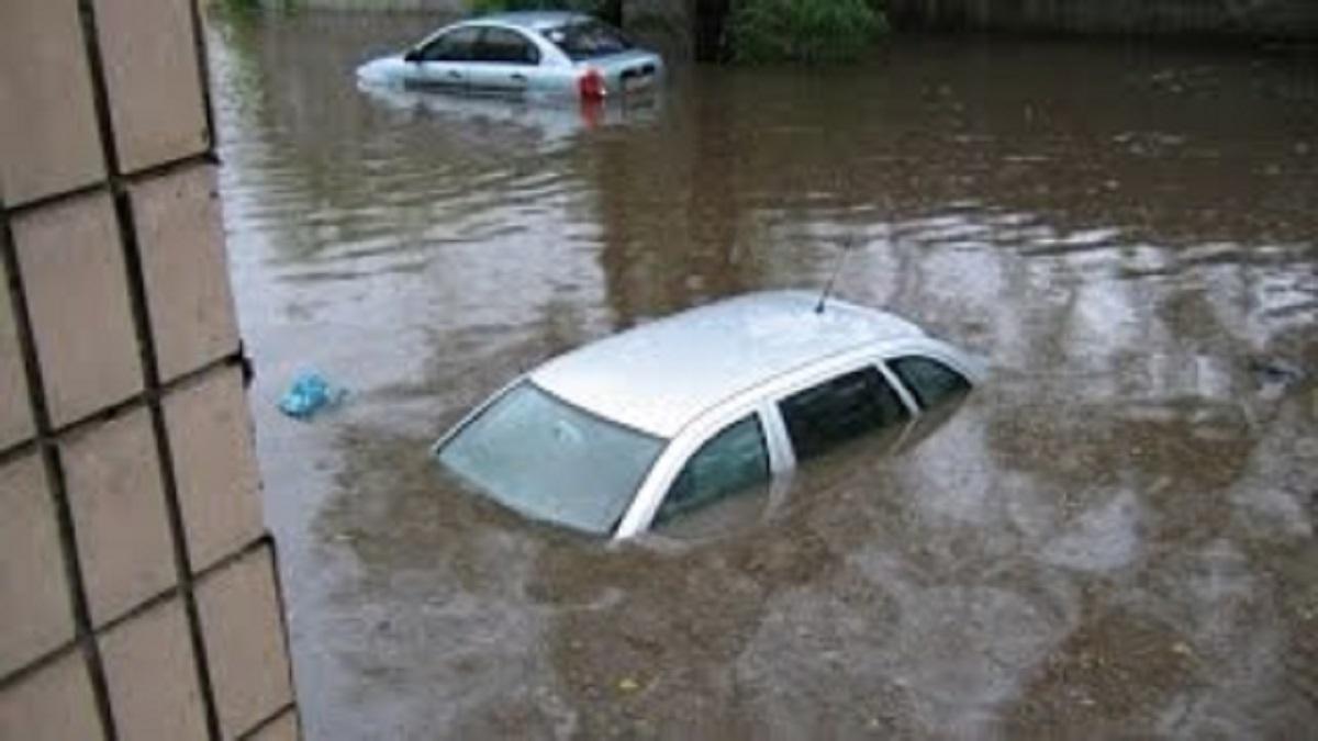 Ивано-Франковск ушел под воду: не выдержал атаки ливня, кадры стихии
