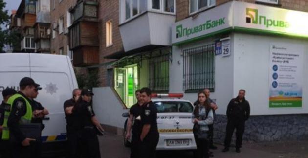 Неизвестные взорвали банкомат в Киеве