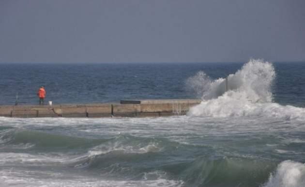 Одессит решил утопить возлюбленную в море. Видео