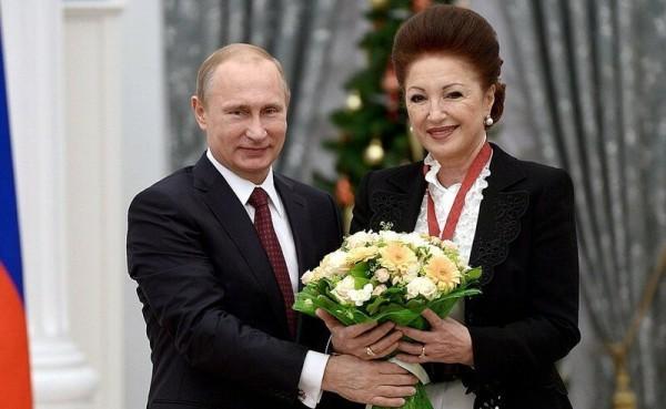 Путин наградил орденом акушерку, которая была ответственна за роды Кабаевой