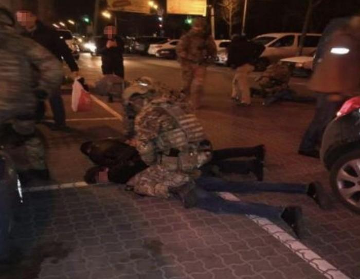 СБУ блокировала международный канал незаконного сбыта оружия.