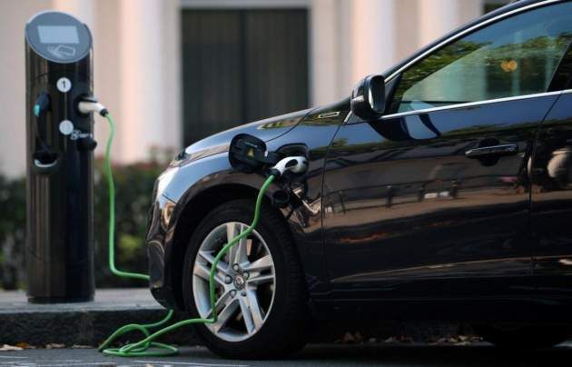 Стало известно, когда электромобили станут дешевле обычных авто