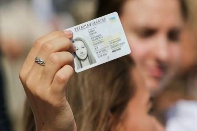 Украинцев поголовно обяжут сменить паспорта на ID-карточки