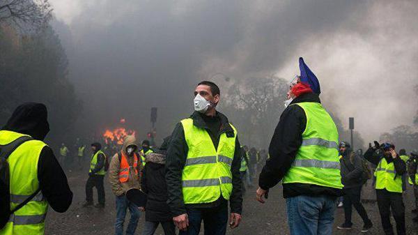 Во Франции опять бузят «желтые жилеты»
