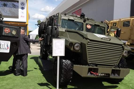 Российские оккупанты показали образцы своей новой боевой техники. ФОТО