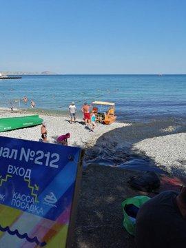 Скрепный туризм: в Крыму гости из РФ купаются в фекальных стоках. ФОТО