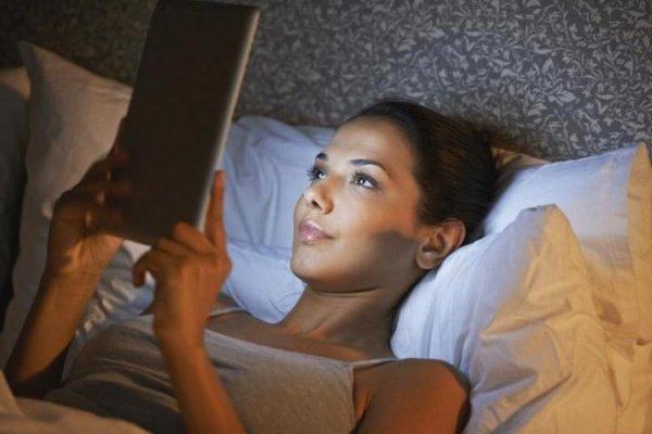 Чем грозит сон возле телевизора: ученые ошеломили результатами исследования