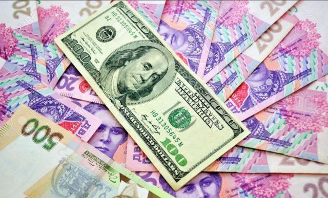 Курс валют в Украине: гривна приостановила падение, доллар начинает проседать