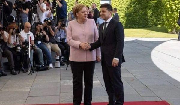 «Поверьте мне, она была в безопасности»: Зеленский рассказал, почему не помог Меркель
